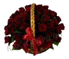 Бордовая роза в корзине