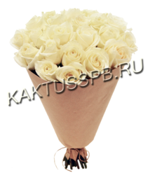 Букет из 25 белых роз в крафте