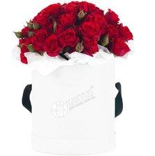 Композиция с красными кустовыми розами №2