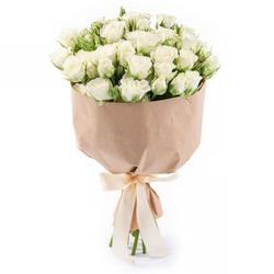 Белые кустовые розы.