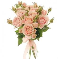 Букет персиковых кустовых роз.