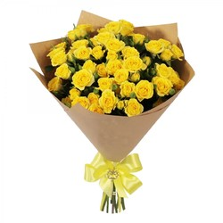 Кустовые желтые розы.