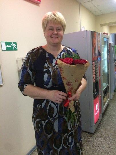 Доставка букета красных роз в СПб