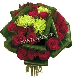 Букет из красных роз и аспидистры