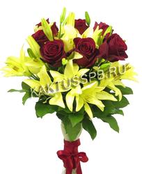 Букет желтых лилий и бодовых роз