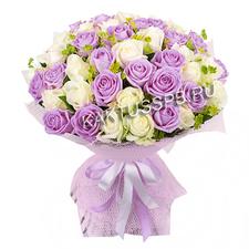 Букет сиреневых и белых роз