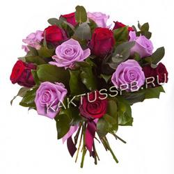Букет сиреневых и красных роз