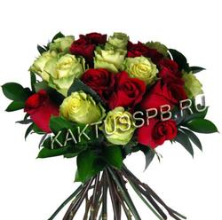 Букет зеленых и красных роз
