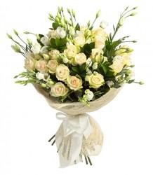 Кремовые кустовые розы с доставкой.