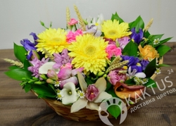 """Корзина цветов """"Весенняя улыбка"""""""