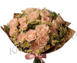 Букет кустовых роз и ромашек
