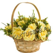 Корзина желтых роз с зеленью