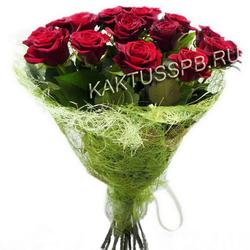 Букет бордовых роз в натуральной упаковке