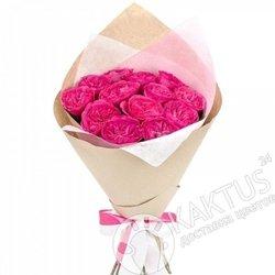 Малиновые пионовидные розы.