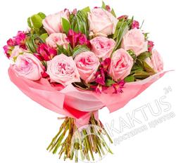 Розовые садовые розы.