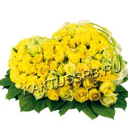 Сердце из желтых роз