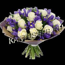 Букет из белых роз и синих ирисов