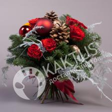 Букет с красными розами и шишками.