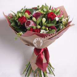 Экзотический букет из протеи, роз и альстромерии фото