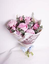 Букет розовых пионов.