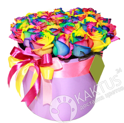 Радужные розы в шляпной коробке.