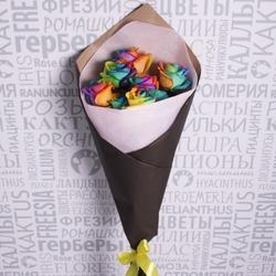 Букет радужных роз в черной бумажной упаковке фото 1