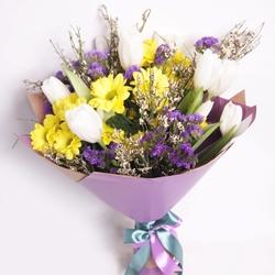 Букет с тюльпанами и хризантемой