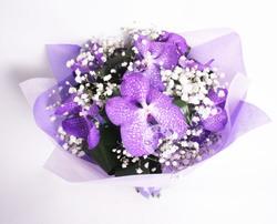 Букет из орхидеи и гипсофилы