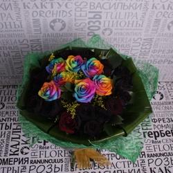 Букет из черных и радужных роз
