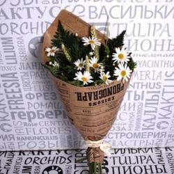 Букет с садовыми ромашками колосками и папоротником фото 1