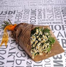Букет с полевыми ромашками и питтоспорумом фото 1