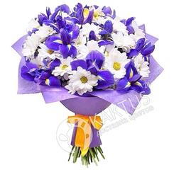 Сине-белый букет цветов.