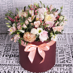 Композиция с розами и лизиантусами № 27