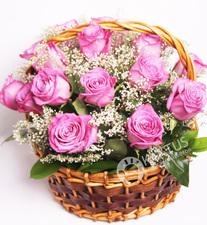 Корзина с сиреневыми розами