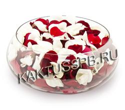 Красные и белые лепестки роз 4 л
