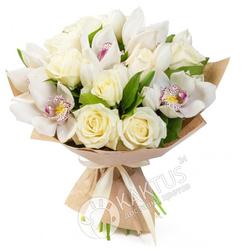 Белые орхидеи и белые розы.
