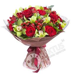 Букет орхидей и роз.