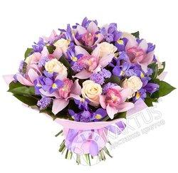 Букет орхидей и ирисов.