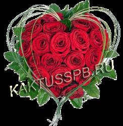 Сердце из красных роз и декоративной зелени