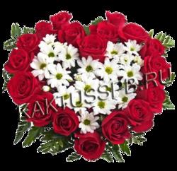 Сердце из роз и хризантемы