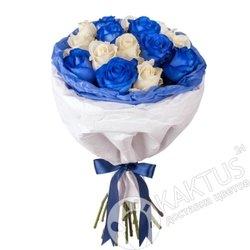 Синие и белые розы в СПб.